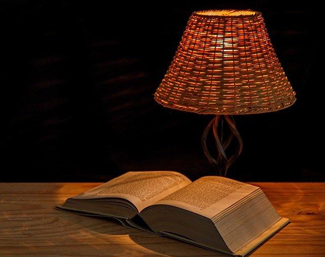 lampy podłogowe i stojące